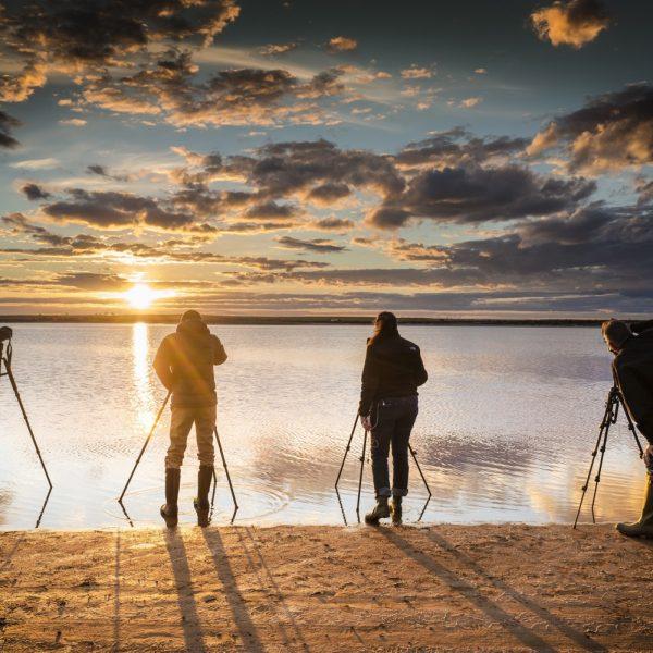 photographers-at-sunset_t20_pYBXZW